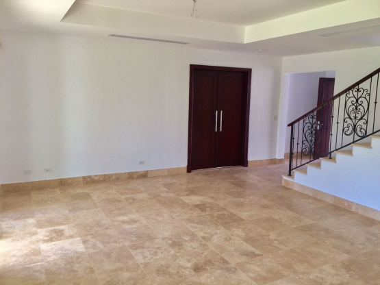 Amplia Casa a la venta en Santa María