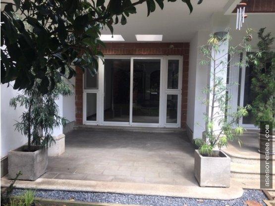 Casa en Venta y Alquiler Zona 16 Cond. Encinos