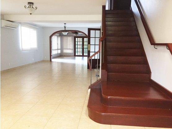 Casa de dos niveles en Cárdenas / Alquiler