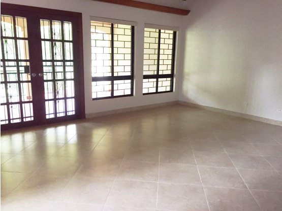 Amplia casa en Cárdenas para alquiler