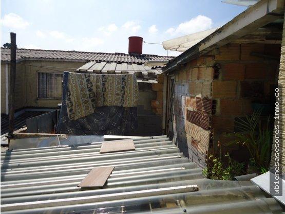 Bolivia casa 4 garajes cubiertos o vivienda w bienes for Garajes metalicos en bolivia