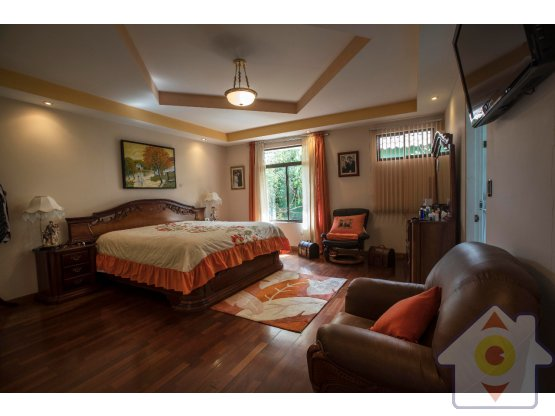 Finca con hermosa casa en San Isidro de Heredia