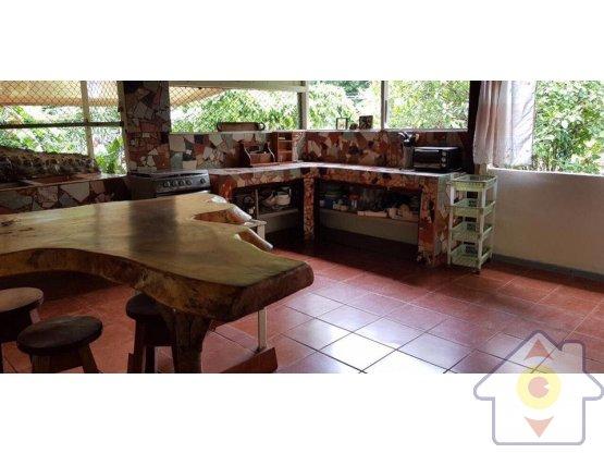 Linda casa rodeada de naturaleza - Orotina