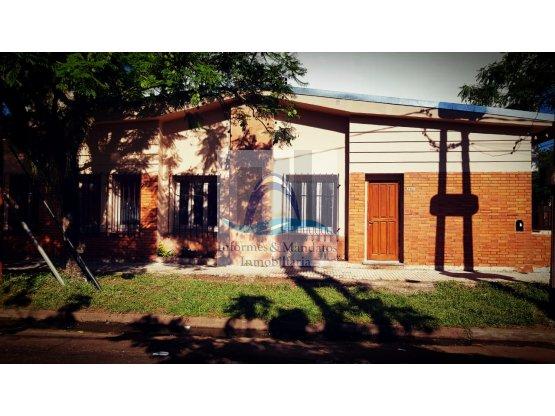 ALQUILO Casa céntrica 3 Dormitorios c/ Cochera