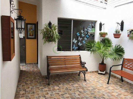Casa en venta en Laureles Medellín