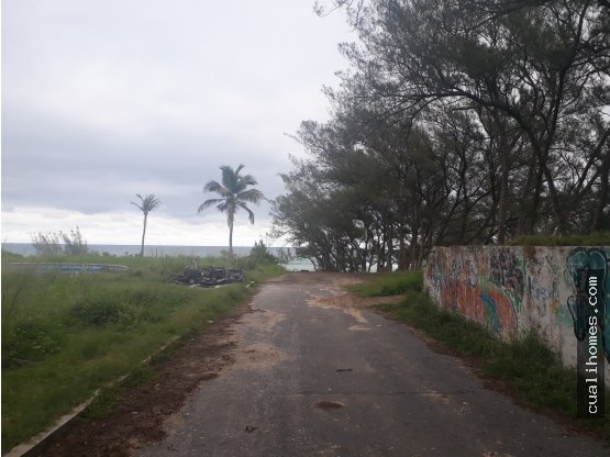 Amplio terreno a la orilla del mar 33x34