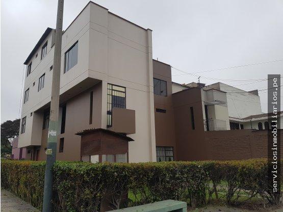Amplia Casa con Excelente Distribución y Ubicación