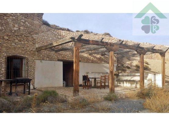Cortijo con cuevas en venta en Guadix, Granada