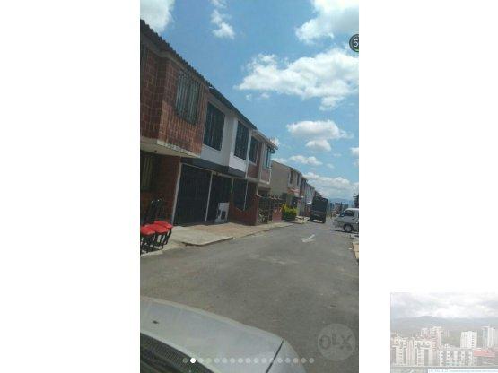 Casa en Manantiales - 90Mts2 - 2 pisos - Garaje