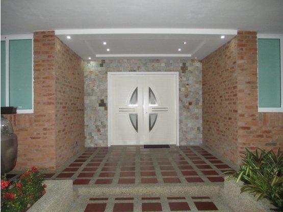 Hermosa casa actualizada en Alto Hatillo