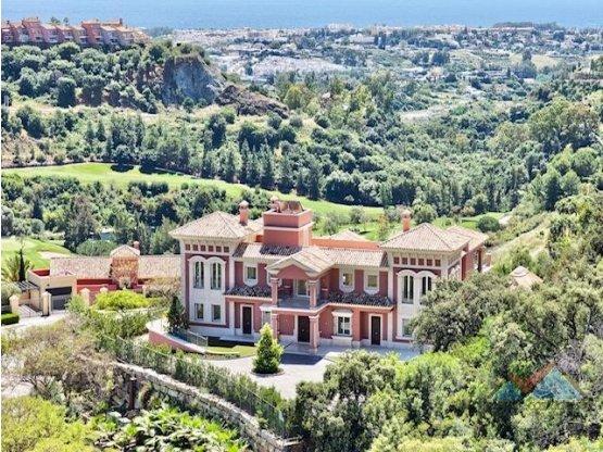 Villa de lujo en venta en Los Arqueros Marbella