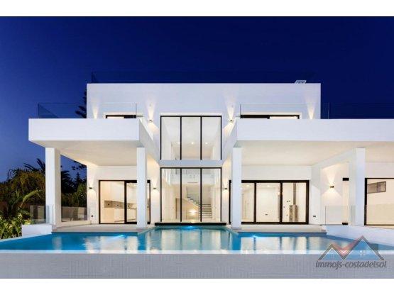 Villa contemporánea, junto al mar en Marbesa.