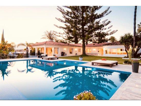 Villa individuelle de 9 chambres à Elviria