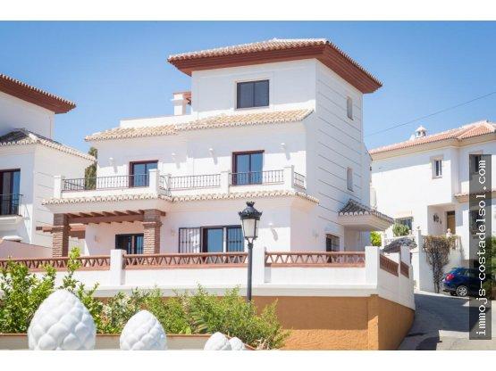 Bonita Villa en Torrox Costa, 399 m2