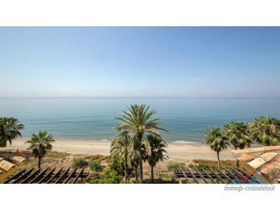 Atico de lujo en la playa de Río Real Marbella
