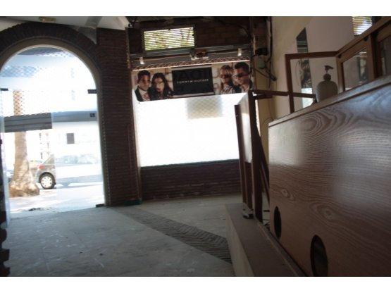 Local Comercial de 2 habitaciones en Estepona