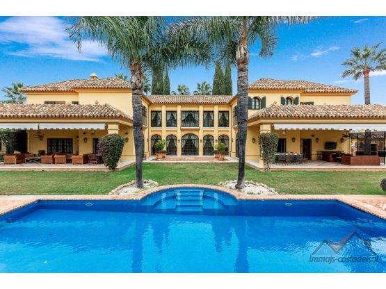 Villa andaluza de lujo cerca de playa Guadalmina.