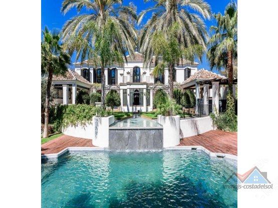 Villa - Chalet en venta en Guadalmina Baja