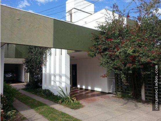 Duplex a metros de Av Nuñez zona Osde