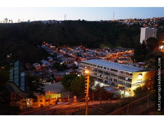 Departamento frente a Universidad Santo Tomas.