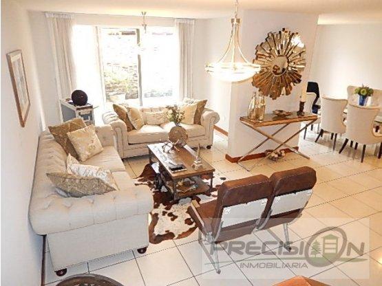 Casa en venta en Cañadas de Elgin zona 13