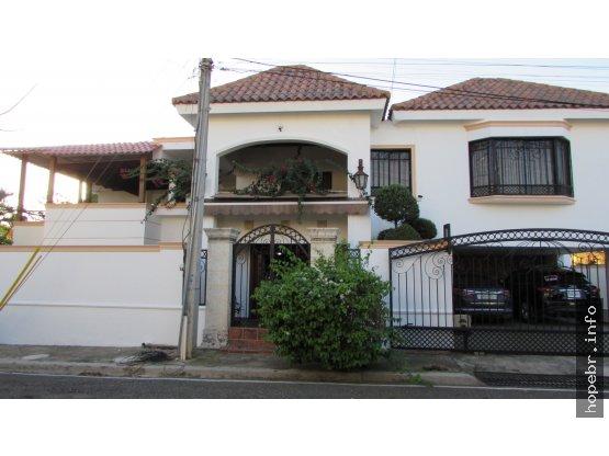 Vendo Amplia Residencia en La Española