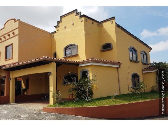 Se vende casa en Heredia NEGOCIABLE. $ 180.000,00