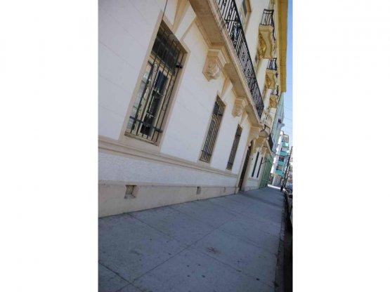 Gran edificio cercano Av Argentina - Valparaíso