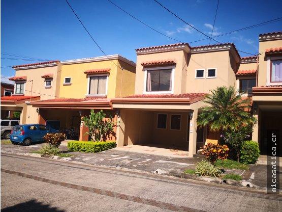 Alquiler de Casa en Condominio en Santa Ana