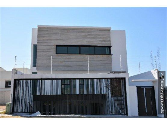 Casa 36 AVENIDA, Con SOTANO, La Cima de Zapopan
