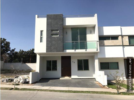 Casa 49-H, Nueva, FRENTE A PARQUE, La Cima