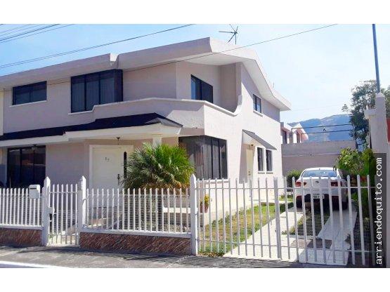 Casa 4dormitorios, cerca C C San Luis  Negociable