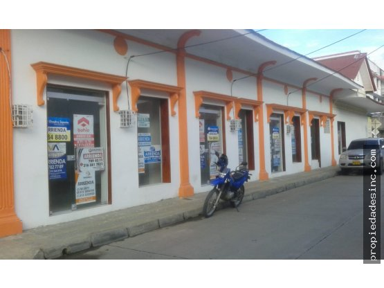 SE ARRIENDAN LOCALES COMERCIALES EN EL CENTRO