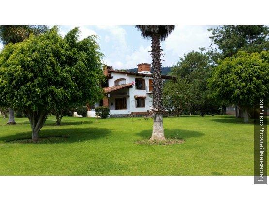 Casa con Vista Impresionante al Lago