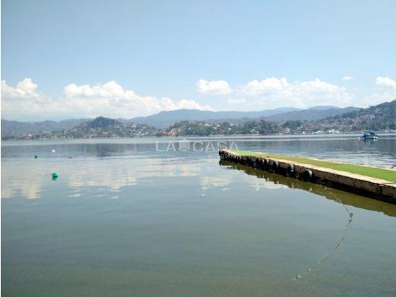 Terreno con Acceso al Lago