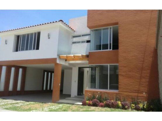Casa en Residencial zona Providencia Metepec.