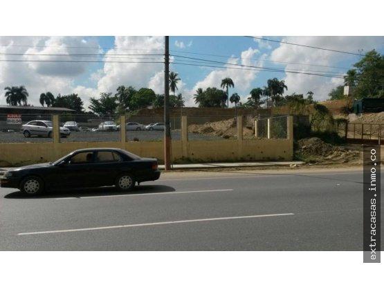 Se Alquila solar 550mts en autopista Duarte $950