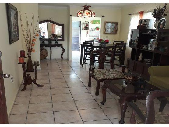 Casa con Patio y Marquesina en Bayona