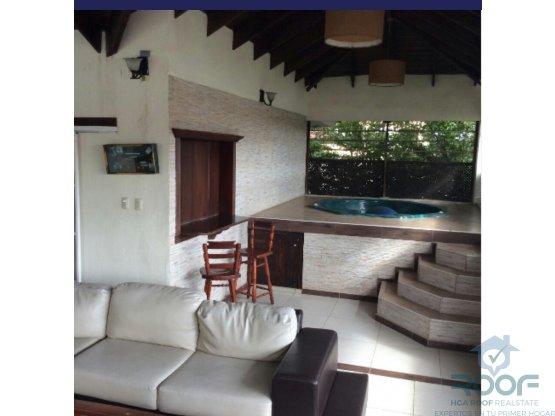 Amplia y hermosa casa de 3 niveles