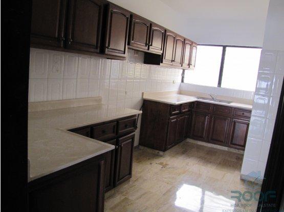 Alquilo amplio apartamento en Bella Vista