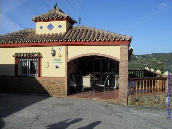 Parcela con 2 casas en Los Pedregales