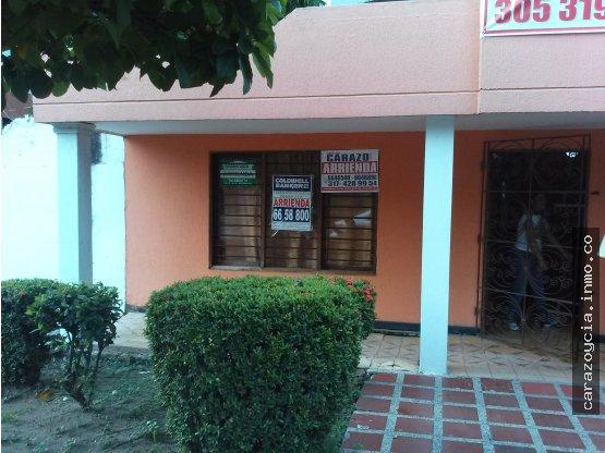 CARAZO ARRIENDA CASA COMERCIAL EN SANTA MONICA