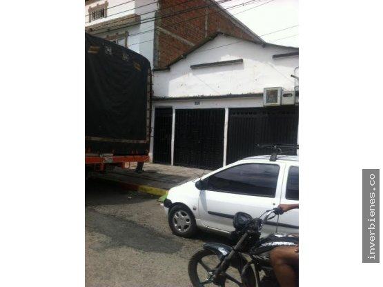Renta casa bodega - Barrio Popular -