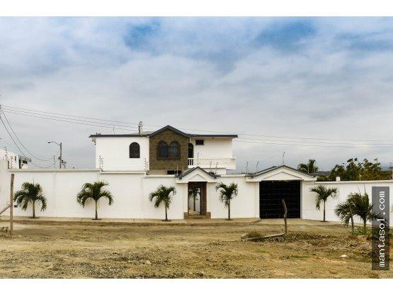 Venta de casa con Piscina sector Oromar