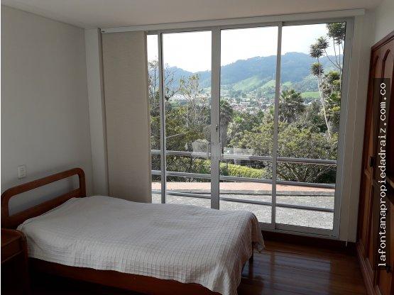 Vende casa en la Av Alberto Mendoza