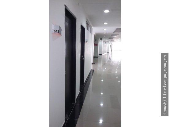 Oficina 506  Ccial Niquia Bello se vende/arrienda