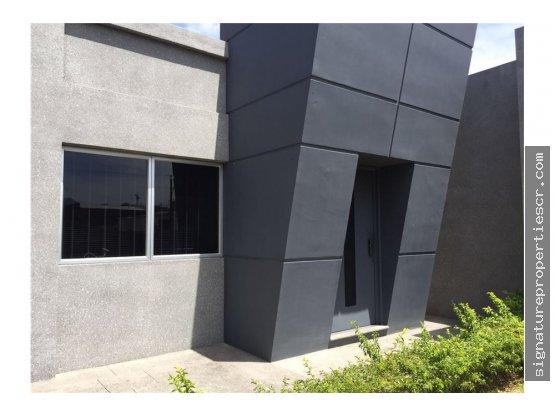 Edificio de oportunidad, La Uruca