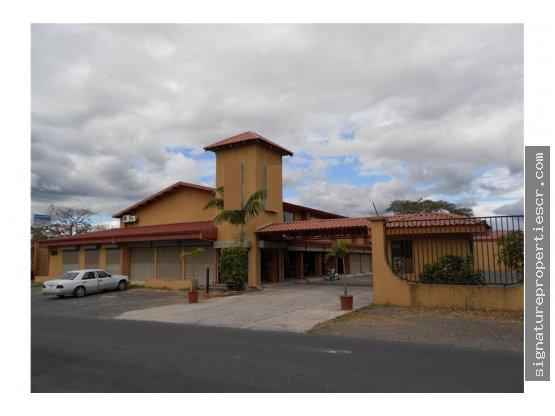 Edificio comercial en Lindora, Santa Ana
