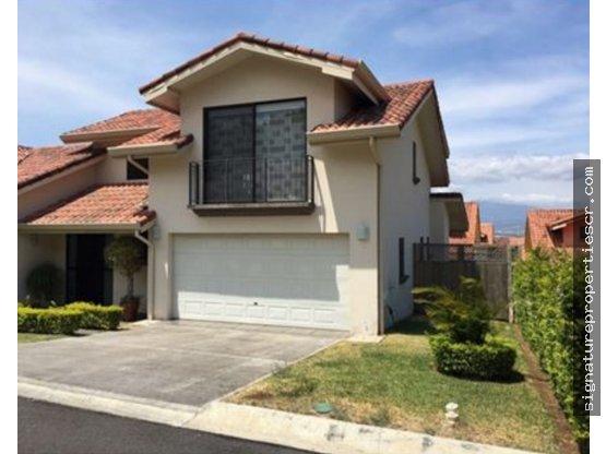 Casa condo de dos niveles, Pozos, Santa Ana