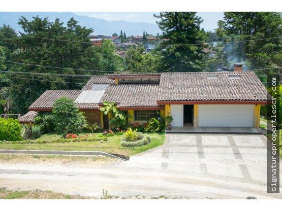 Casa de dos niveles, Los Jaules, Tres Ríos